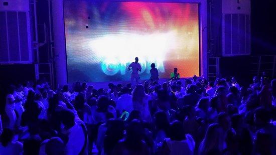 Norwegian Epic: Glow Party