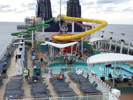 Norwegian Epic: Pool deck of the Epic