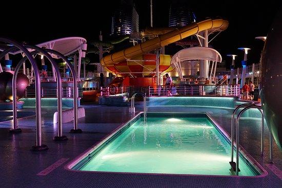 Norwegian Epic: Deck 15 pool area at night