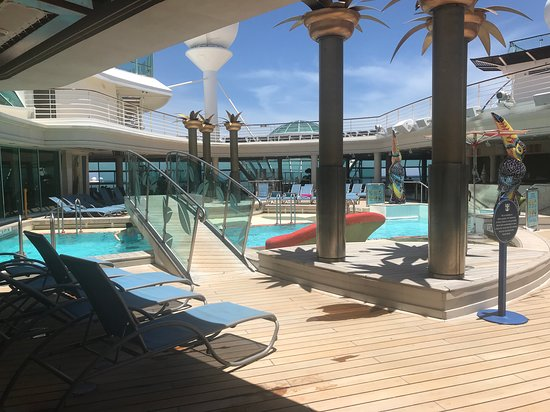 Liberty of the Seas: Adult pool