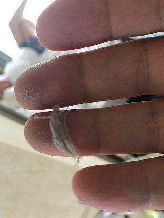 MSC Armonia: Dust above mirror etc