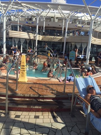 Oasis of the Seas: Human soup in the spa
