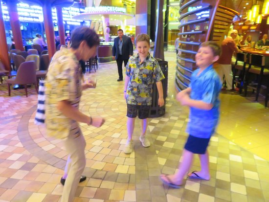 Oasis of the Seas: Dancing fun on the promenade.