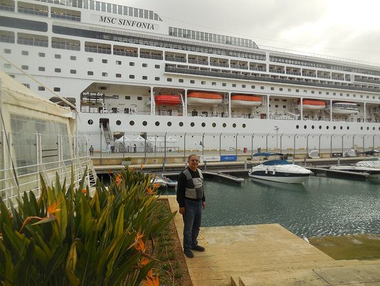 MSC Sinfonia: Docked in Valetta Malta right in downtown, convenient for sightseeing and s