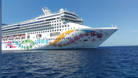 Norwegian Pearl: From the tender, Grand Cayman