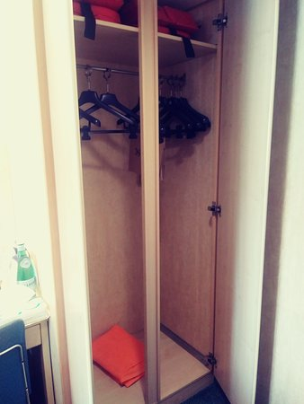 MSC Armonia: Side view of closet for two.