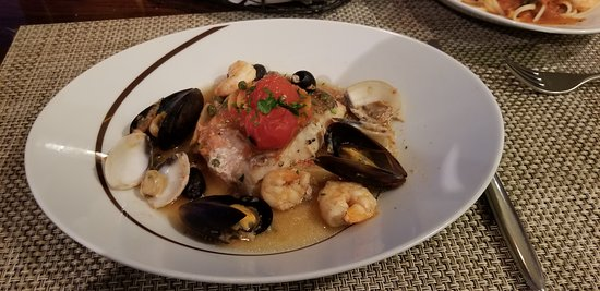 Norwegian Epic: Red snapper with mussels, clams and shrimp at LaCucina.