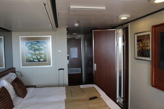 Nieuw Amsterdam: Cabin 4155 adjoining with 4151, door open