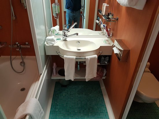 Norwegian Gem: Bathroom