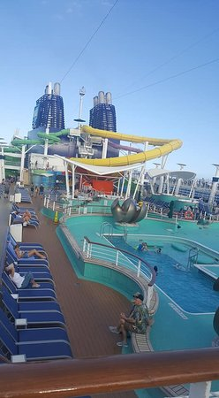 "Norwegian Epic: ""Water Park"" on pool deck (15): the slides were fun!"