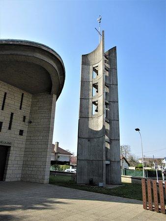 Eglise Notre Dame de la Paix: Le campanile