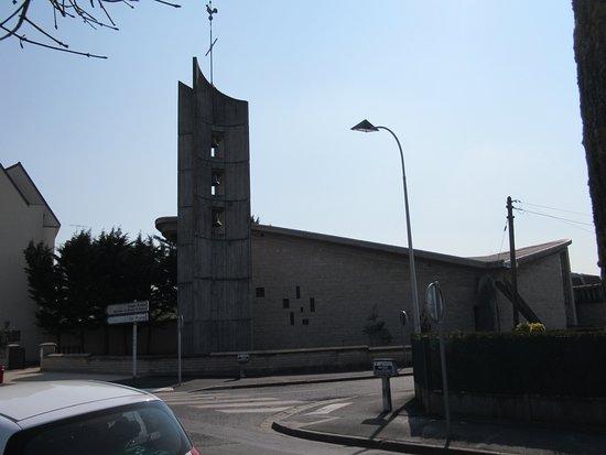 Eglise Notre Dame de la Paix: Latéral droit de l'église