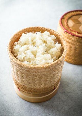 How to cook sticky rice . ( Khao niau ) Lao food