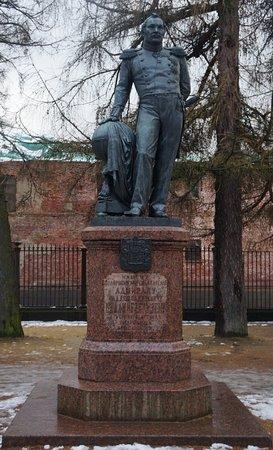 Памятник беллинсгаузену в спб фото