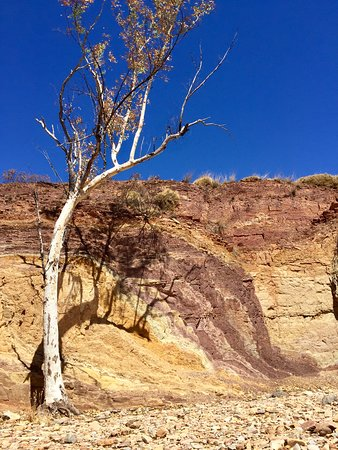 West MacDonnell Ranges Day Trip from Alice Springs: The Ochre pits