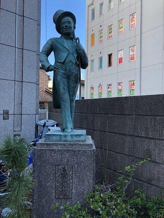 若き日の横浜が生んだ昭和の大スター「美空ひばり」の像です。