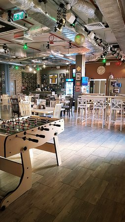 Francuska restauracja w retro stylu? Czemu nie :) Tu dobrze zjesz i miło spędzisz czas!