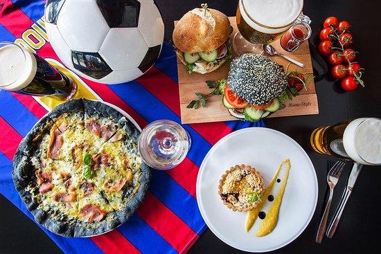 Dobry mecz nie może się obejść bez równie dobrego jedzenia! W Sport Corner na pewno nie zabraknie obu tych rzeczy. Do zobaczenia!