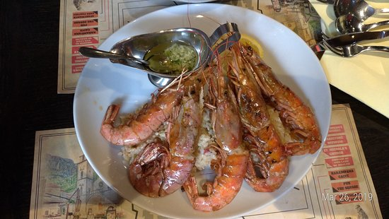 The Square Pub: Grilled prawns on rice