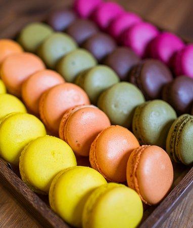 Макарони (шоколад, матча, брусника, лимон, юзу)