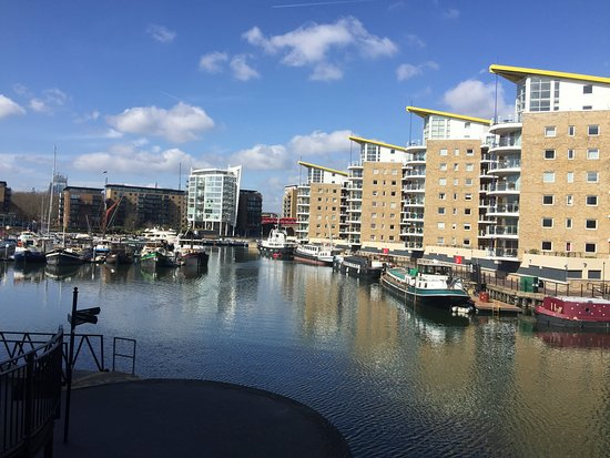 ‪Limehouse Basin Canalside‬