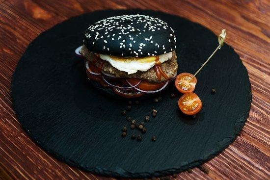 Restaurant Ochen Vkusno: Бургер с ржанной булочкой