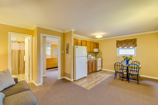 one bedroom suite full kitchen, bedroom Queen bed and pull out sofa in the living room