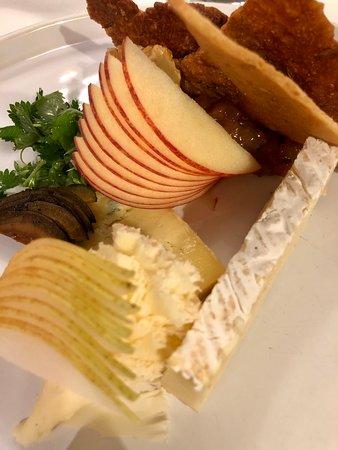 La Table du Saint-Christophe: Très belle présentation de mon assiette de fromage