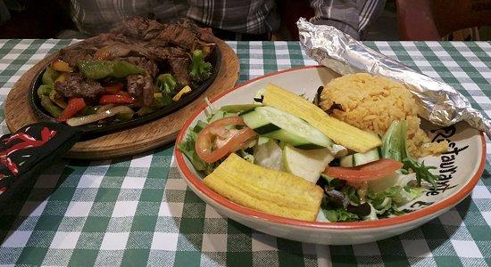 Mariscos El Paso: Dinner fajita plate (at lunch!)