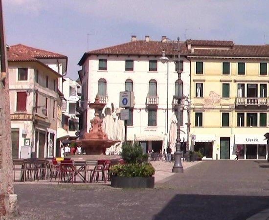 anche piazza della Fontana o delle Erbe