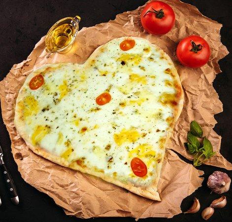 """Italyantsi v Ufe: Пицца """"4 Сыра"""" в форме сердца.  Вы всегда можете заказать пиццу в форме сердца для ваших Любимых в нашей пиццерии """"Итальянцы в Уфе"""""""