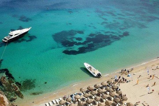 Cruzeiro na costa sul de Mykonos com...