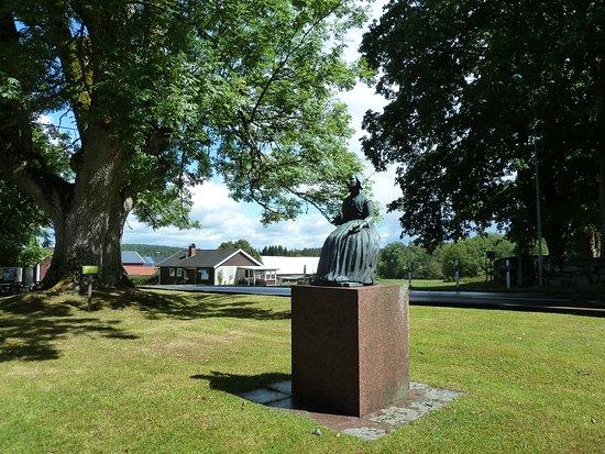 Vetlanda, Suecia: Statyn ''Lina Sandell'' i Fröderyd