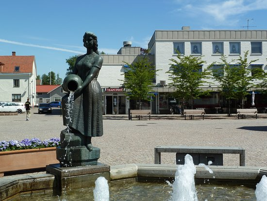 Statyn ''Kvinnan Vid Brunnen''
