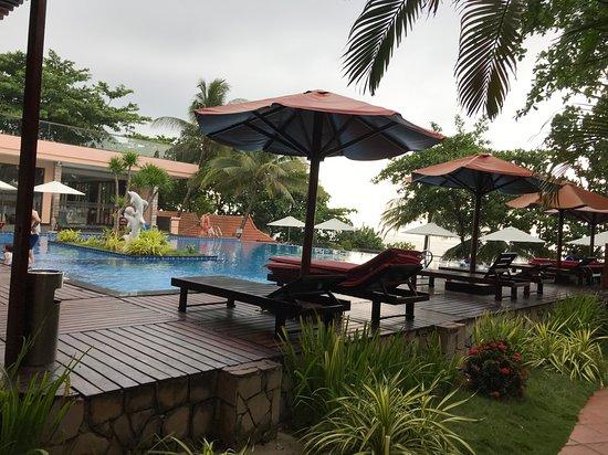 Kim Hoa Resort: Бассейн с видом на море