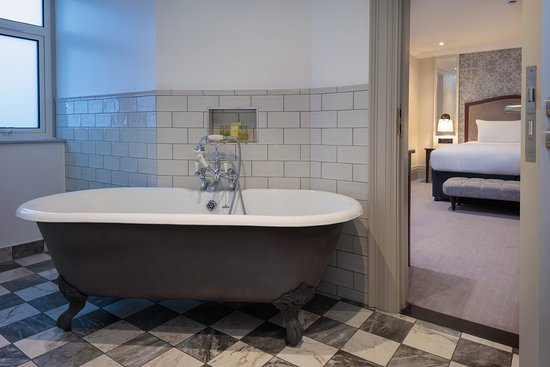 Doubletree by Hilton Harrogate Majestic Hotel and Spa: Roll top bath
