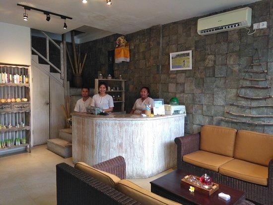 Bamboo Bali Spa: Recepción del Spa con Novi en el centro