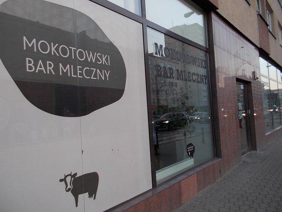 Mokotowski Bar Mleczny: カフェみたいな外観