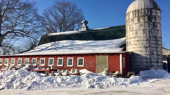 East Haddam, CT: Beautiful snowy barn
