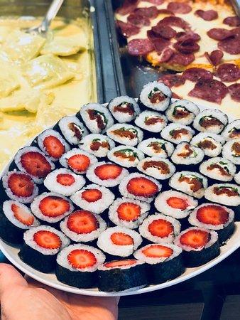 Todas às sextas e sábados incluímos sushi em nosso buffet, mas temos opções para todos.