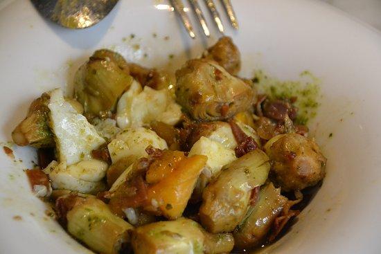 plato de mini alcachofas