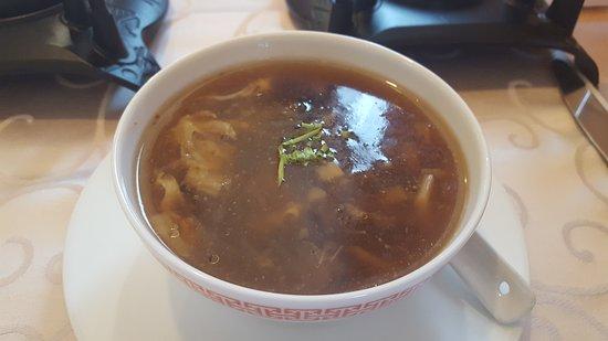 China Restaurant Schwanen: Sechuan Suppe im Menü inbegriffen