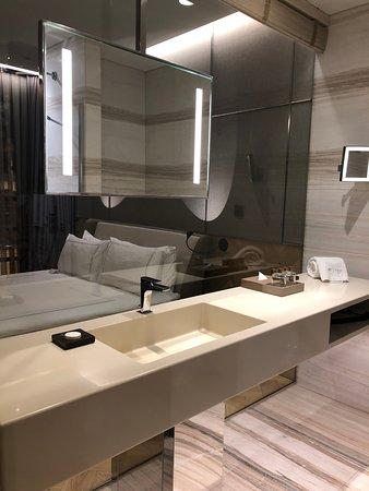 FER Hotel: Executive room bathroom