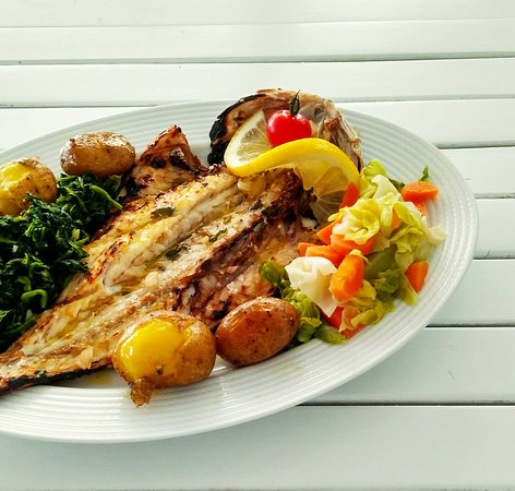 O Barracuda Mar selecciona diariamente os melhores peixes e mariscos frescos da nossa costa para lhe proporcionar uma excelente experiência gastronómica.