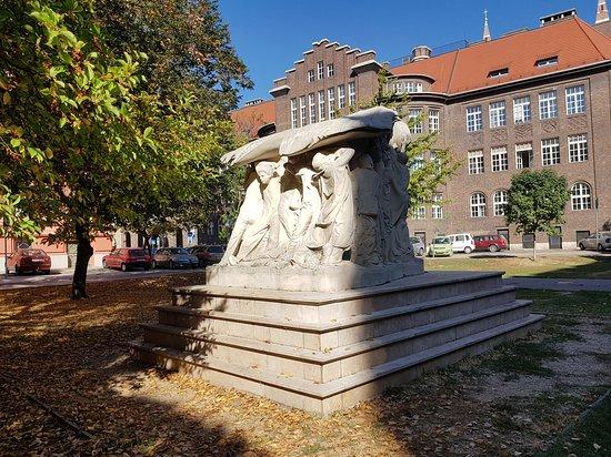 Rerrich Bela Square