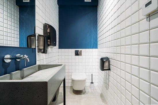Standard double room with shared bathroom  – Billede af Yard Hostel & Coffee, Chernivtsi - Tripadvisor