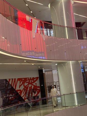 مركز الحمرا للتسوق الفاخر