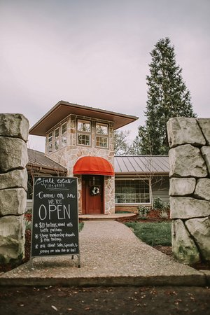 Canyonville, OR: Tasting Room Entrance