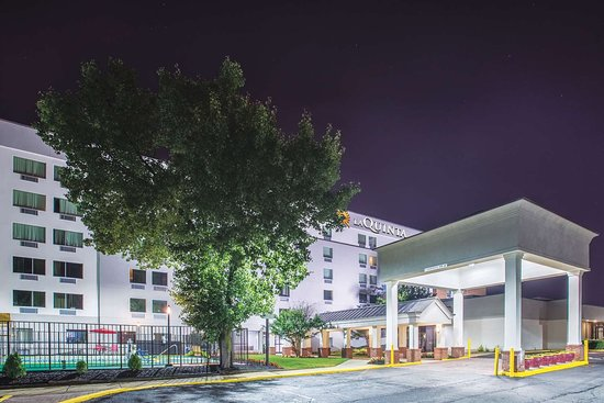 La Quinta Inn & Suites by Wyndham DC Metro Capital Beltway: Exterior