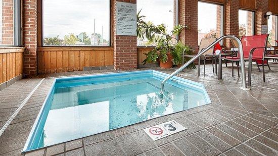 Best Western Norwalk: Hot tub